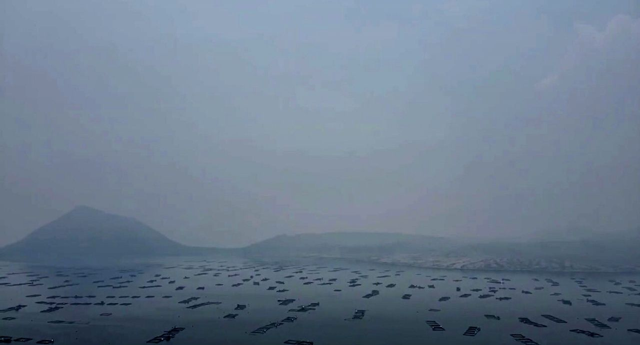 Taal - Vog on Lake Taal and the fisheries on 08.19.2021 / 1 p.m. drone images / video by Marlon Abuyo - one click to enlarge