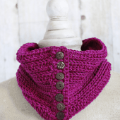 Penn Button Cowl || FREE CROCHET PATTERN