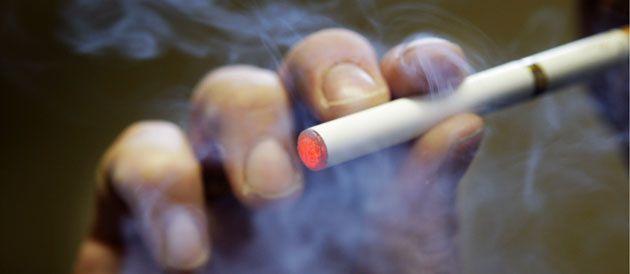 Amende de 682$ pour avoir fumé sur une scène Canadienne