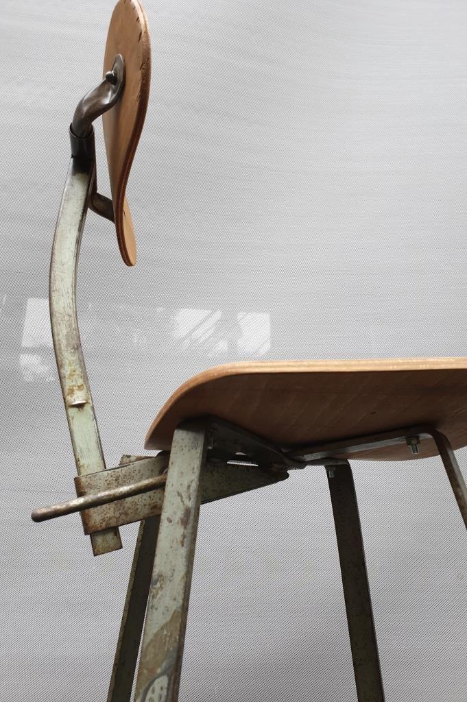 Chaise haute d'atelier Bienaise collection modèle 205  - 350 euros