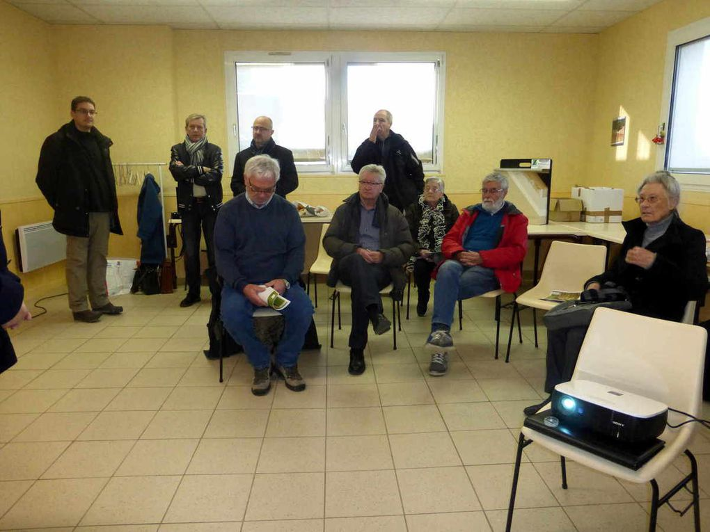 Un petit auditoire augmenté de quelques élus, d'Yves Boulesteix (2e au fond à partir de la gauche) et de responsables de travaux