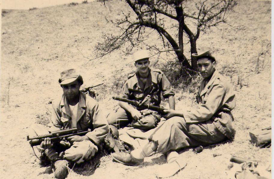 avec des appelés Algériens en Chouf sur un djebel 1958 environ de sidi Djémil.
