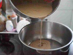 Glace au chocolat  à l'italienne puis en boules  ;)