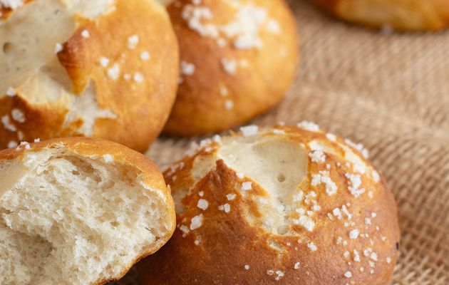 Petits pains façon bretzels