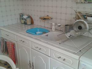 Voici la cuisine avant relookage, style ancien mais se démode un peu....