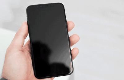Comment régler le problème de l'iPhone 12 Mini bloqué sur un écran noir ?
