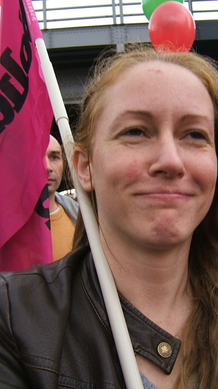 Le 29 septembre 2010 à Bruxelles des syndicalistes de toute l'Europe sont venus manifester contre les plans d'austérité et pour le partage des richesses ... 100 000 manifestants : des anglais, norvégiens, allemands, belges, grecs, italiens, polon