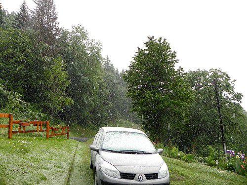 Neige à 900m d'altitude en Val d'Arly le 1er juin 2011