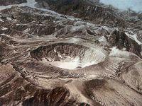 El Chichon - de gauche à droite, avant 1982 /©Montesino , pendant l'éruption de 1982 et le sommet après cette éruption / GYMSA - un clic pour agrandir