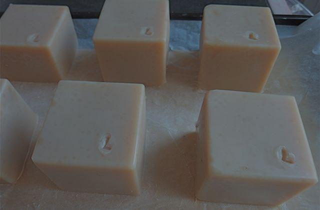Savon cubique aux lavandins et à la teinture de sauge sclarée