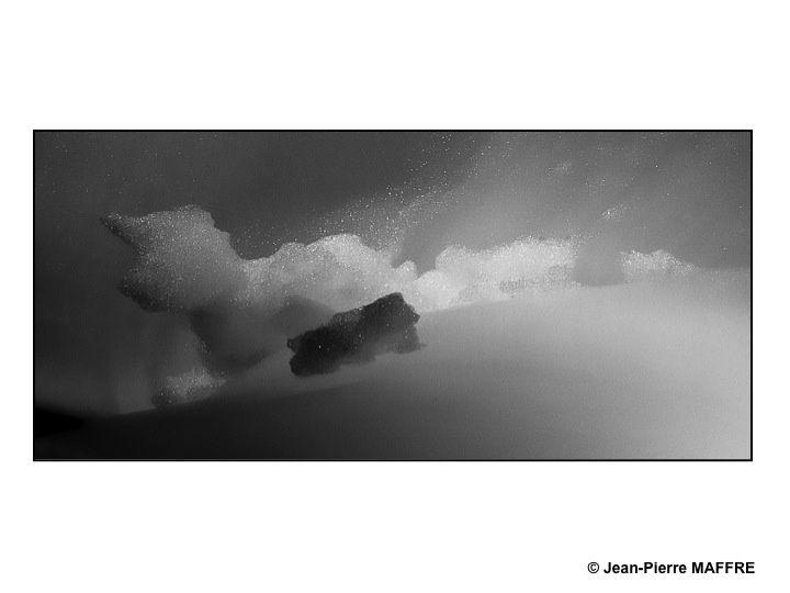 Des nuages, de la fumée ou de la neige nous paraissent peuplés par un monde de créatures fantastiques.