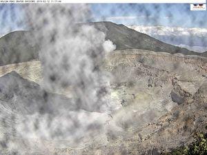 Poas - panache de cendres du 12.02.2019, respectivement à 7h56, 9h14, avant un changement de direction du vent ,vers 11h17, avec des projections sur la webcam - webcam Ovsicori - un clic pour agrandir