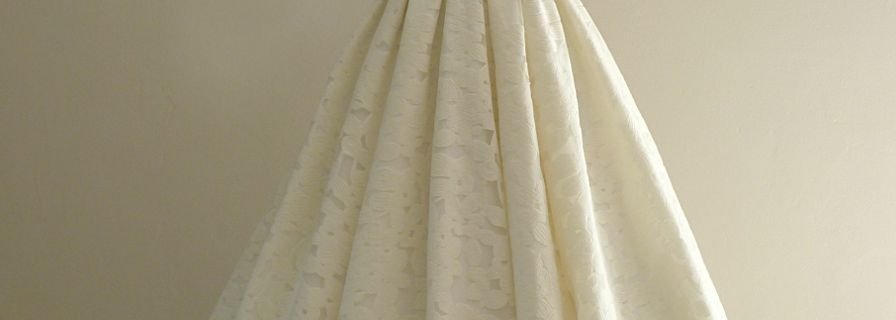 Robe Marine en organza brodé motifs floraux