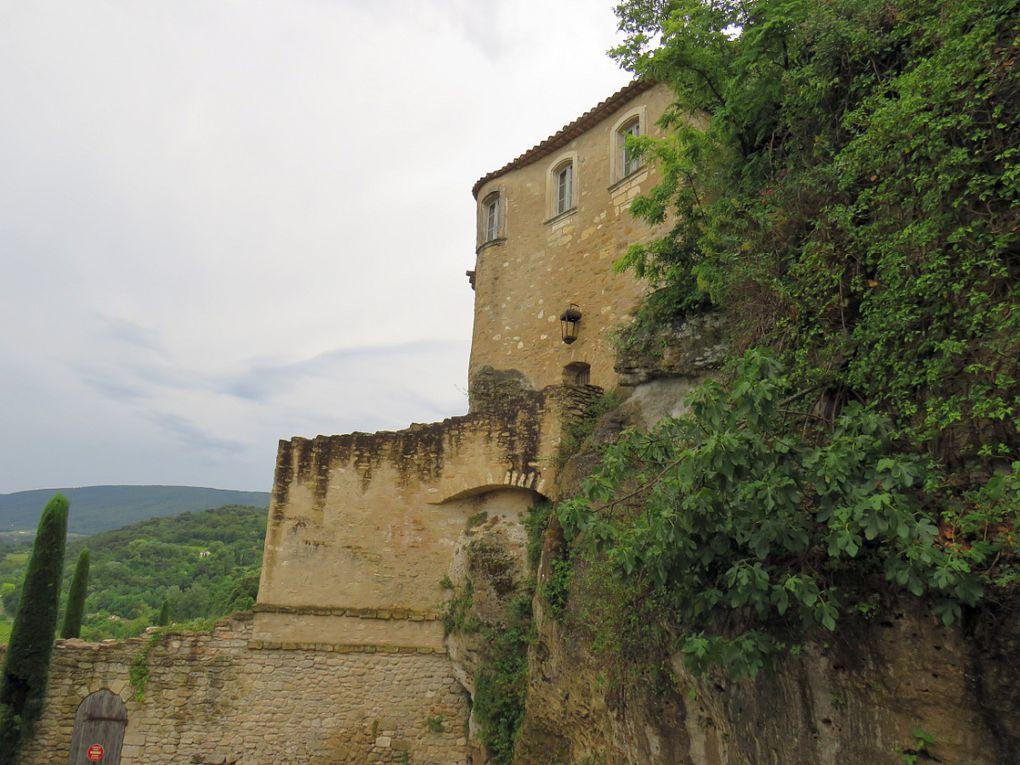 """MENERBES """"Un des plus beaux villages de France"""""""