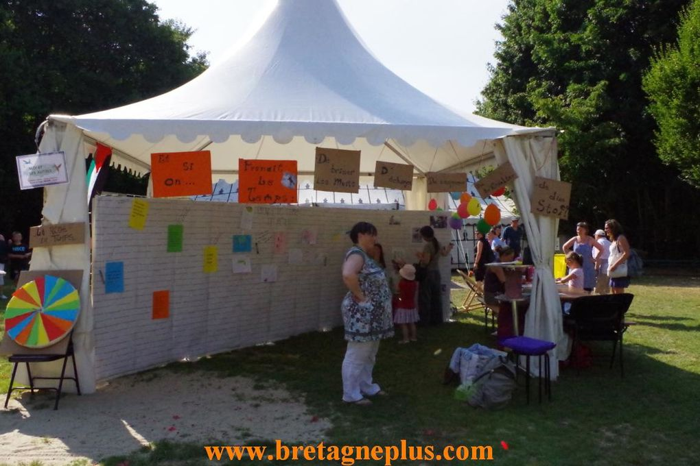 Pendant 3 jours, au Parc des Gayeulles, à Rennes, se déroule, les 16 17 et 18 juillet la 20ème édition du Festival Quartiers D' été. Ce mardi 16, le public était au rendez-vous pour cette 1ère journée.