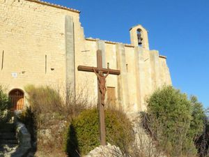 La chapelle castrale avec le donjon accolé