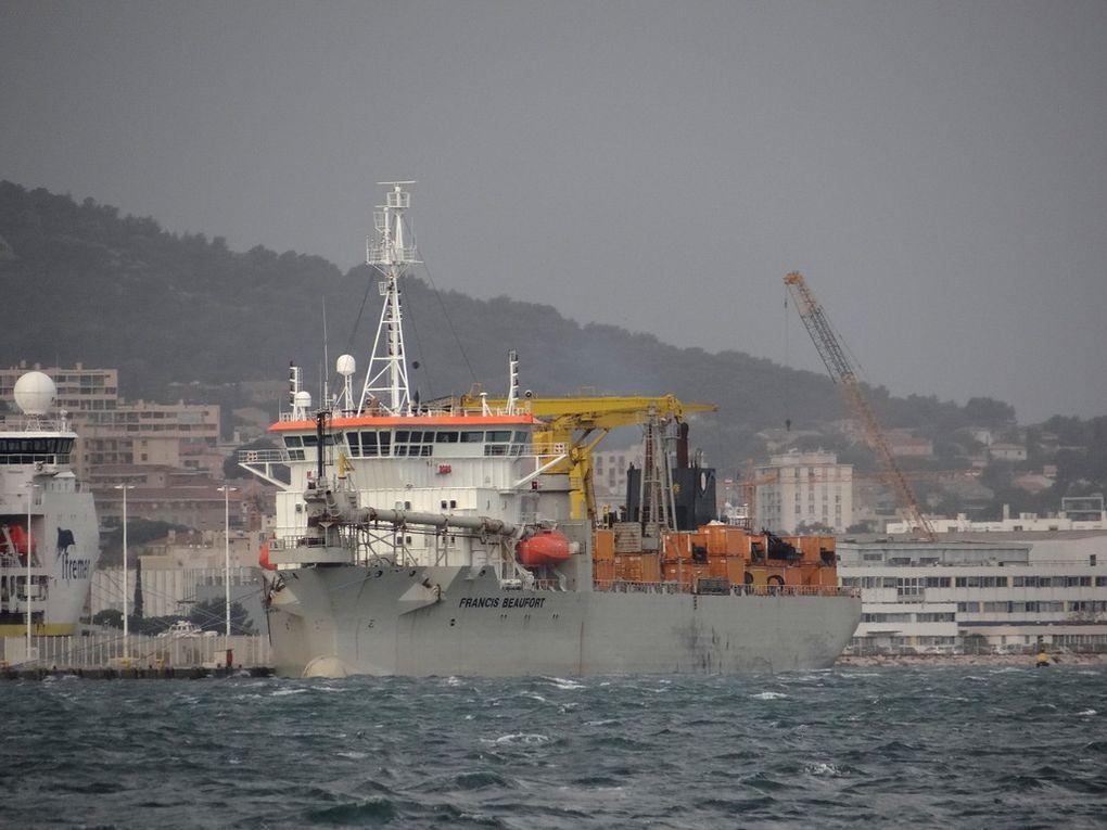 FRANCIS BEAUFORT ,drague autoporteuse à élindes trainantes à quai à la Seyne sur Mer le 08 janvier 2018