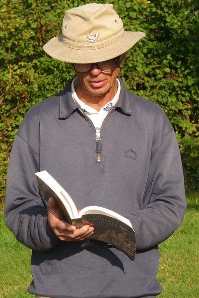 """Didier COCHET lit quelques pages de l'ouvrage d'Alain FAUVEAU """"Le vagabond de la Grande Guerre""""."""
