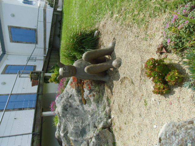 Réalisation de la sculpture de Henri-Pierre Thouzeau dans la jardin