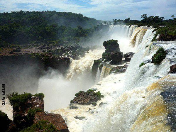 Chutes d'Iguazu vues depuis le cours supérieur - Argentine. (laisser les images défiler)