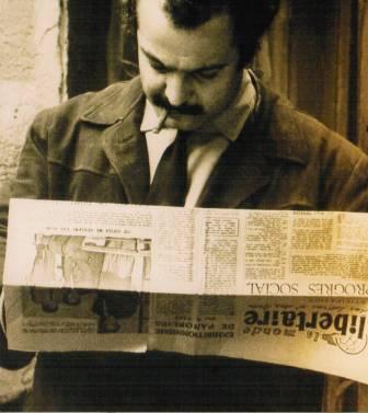 Brassens en train de lire « Le Libertaire »...