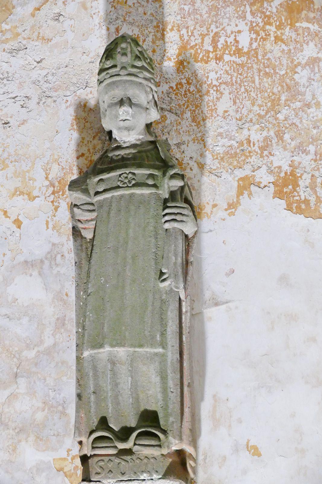 Les statues de la chapelle de Lambader en Plouvorn. Photographie lavieb-aile.