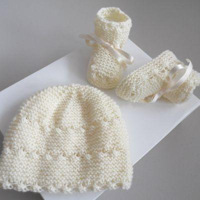 Bonnet et chaussons bb, ensemble bébé mixte fille ou garçon couleur écrue, laine bébé tricot fait main
