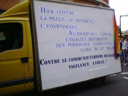 """Promenade trés LGBT dans les rues de Metz le 03-06-2006. Pour toute info complémentaire sur l'événement, cliquez <a href=""""http://www.lorrainegay.com/GayPrideLorraine.html"""">ici</a>.<br /><span style=""""font-style: italic;"""">(Attention : photos redime"""