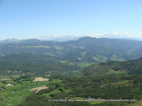 Vue extraordinaire sur les montagnes alentours .....