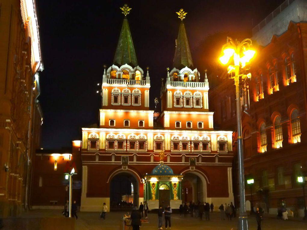 La Cathédrale Basile le bienheureux, la place Rouge, le métro