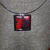 Un bijoux le collier rouge toujours....