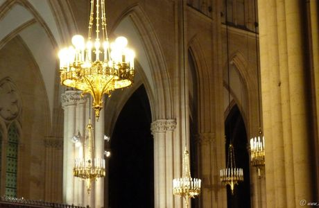 Paris : Lustres , lumières et lueurs à la basilique Ste Clotilde