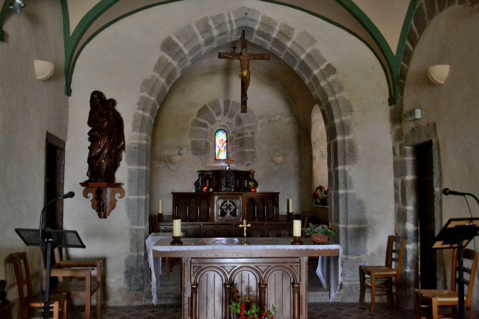 Le centre du village de Salvizinet et sa charmante petite église...