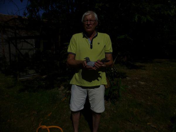 Michel et sa meilleure reproductrice la Vandenabeele, son mâle reproducteur le Van Loon, le fils de ce couple le 403 excellent compétiteur et enfin le vainqueur de St JOB