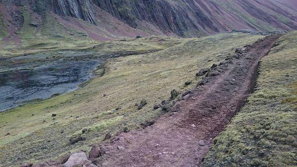 Cada vez son más frecuentes los enfrentamientos entre pobladores con personal de la minera, que se moviliza en cuatrimotos no sólo afectando las vías de pastoreo, sino también contaminando los ambientes naturales.