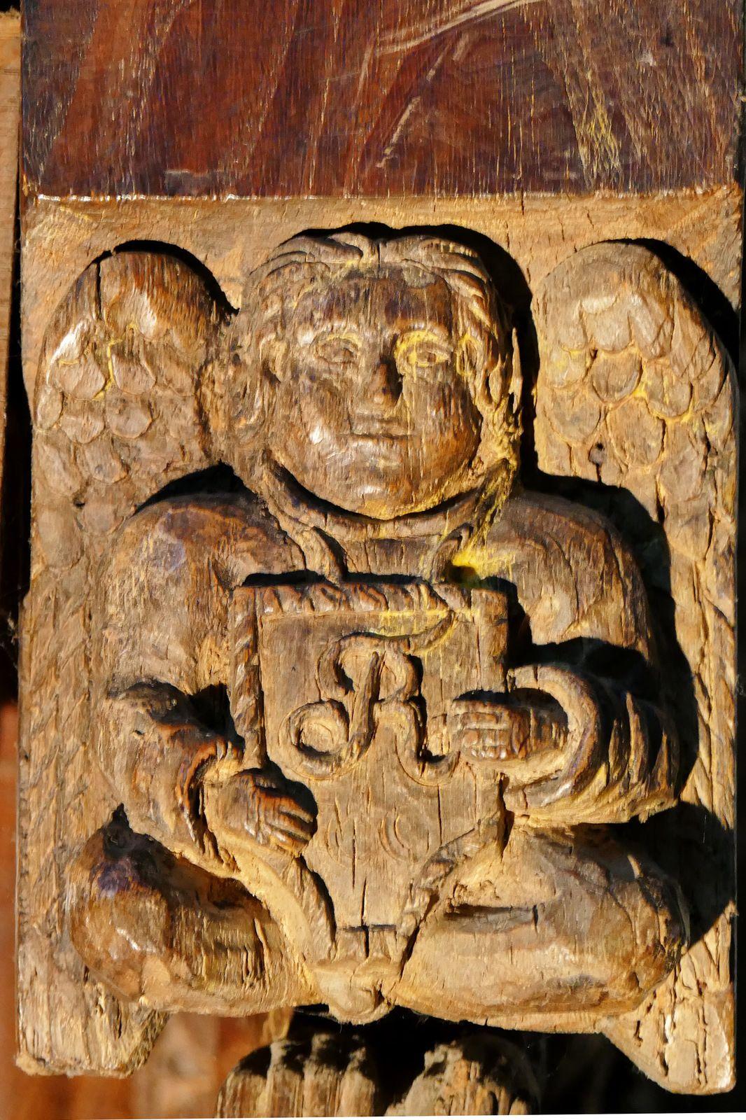 Pendentif des stalles sud (v. 1518-1525) de la collégiale Notre-Dame de La Guerche-de-Bretagne. Photographie lavieb-aile octobre 2020.