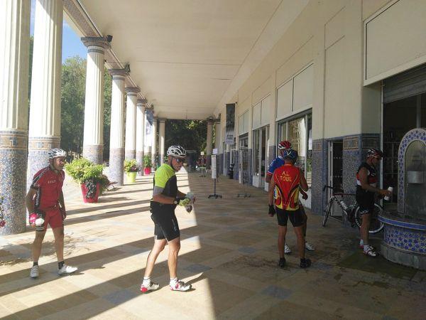 10 cyclos au RDV pour cette sortie de 80 kms sur le secteur de CONTREX...  Photos Alain F.