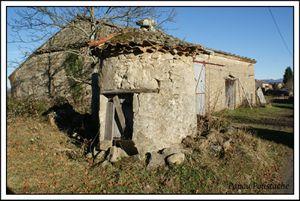 Croix , puits et insolite sur la commune de st Jean des Ollières