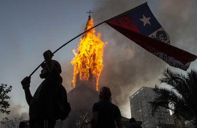 Manifestations et provocations au Chili à la veille du référendum