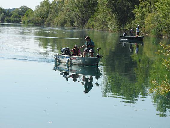Pêche en barque sur la gravière
