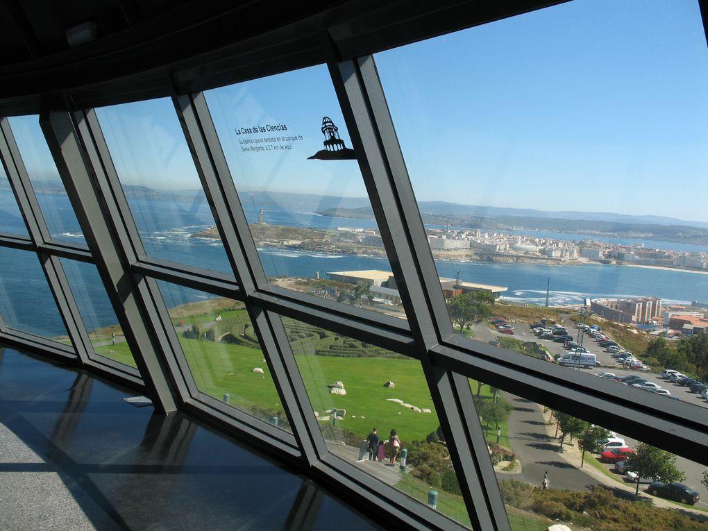 Cette magnifique province espagnole est un balcon sur l'Atlantique...  La superbe côte de la Galice, baignée par l'océan, a fait de La Corogne une ville ouverte et cosmopolite. Un ascenseur peut vous aider à monter sur le Mont San Pedro...