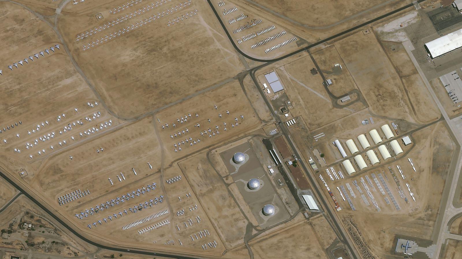 Pléiades Neo - Pleiades Neo 3 - Tucson - Cimetière d'avion - Davis Monthan Airforce Base - 309th ARMARG - Aircraft boneyard - graveyard - Satellite - Earth observation - Intelligence - GEOINT - Very high resolution - Airbus Defence and Space
