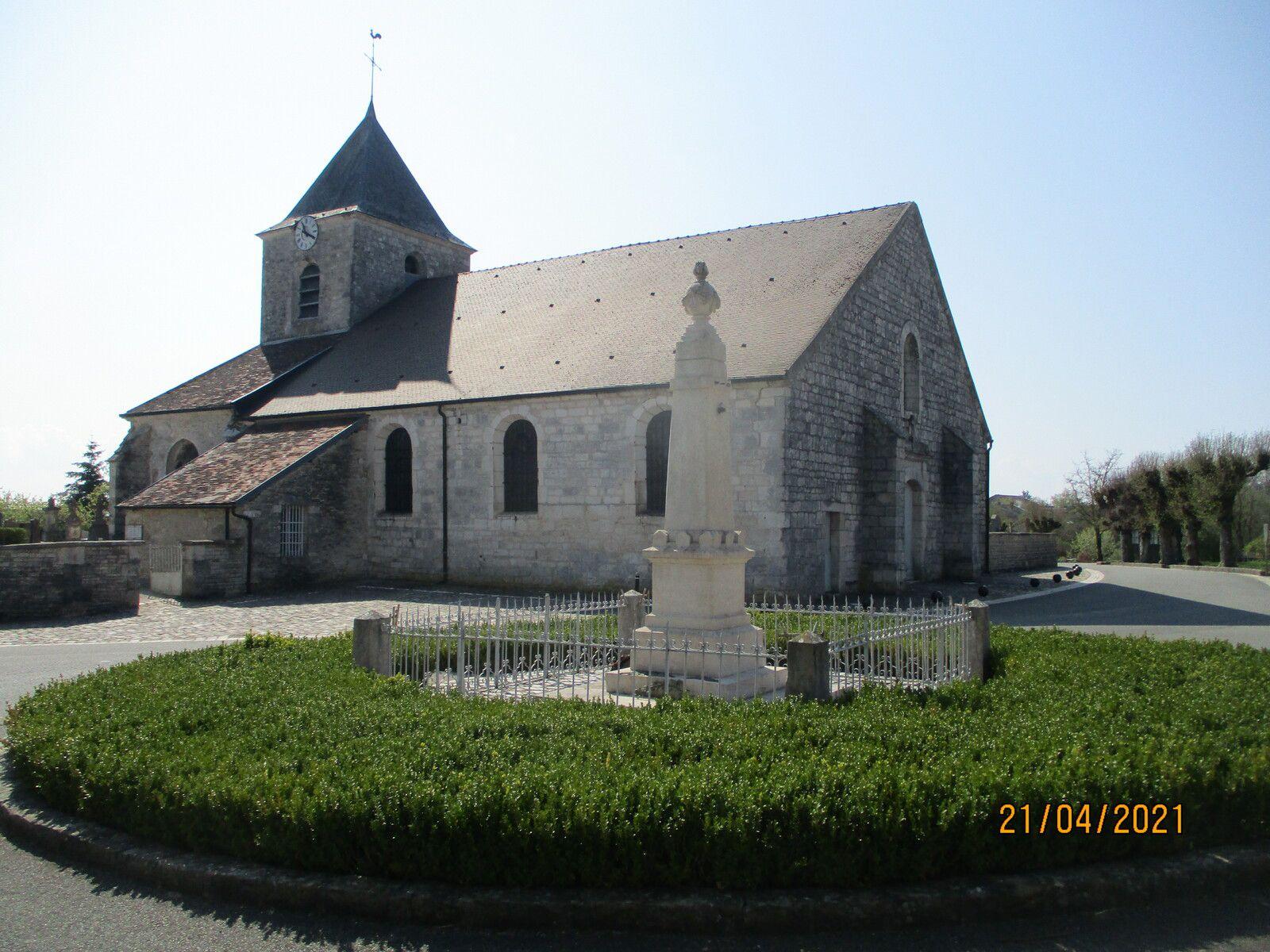 L'église Notre-Dame-en-son-Assomption est l'église paroissiale encore utilisée pour le culte. Elle possède un chœur de la fin du XIe, une abside du XVIIIe, une chapelle de la Vierge et de Saint-Nicolas du XVIe, une nef et des bas-côtés du XVIIIe, statues en pierre polychrome et bois doré du XVIIe au XIXe siècle. Lorsqu'il assistait à la messe, le général de Gaulle occupait le 7e banc à droite (Wikipédia).