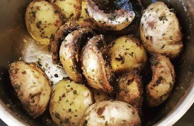 Champignons de Paris aux deux ails et persil au Barbecue