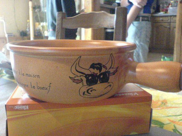 <p>Diff&eacute;rents mod&egrave;les d'assiettes &agrave; fondue, dr&ocirc;les avec des dictons en rapport avec l'animal dessin&eacute; ..</p>