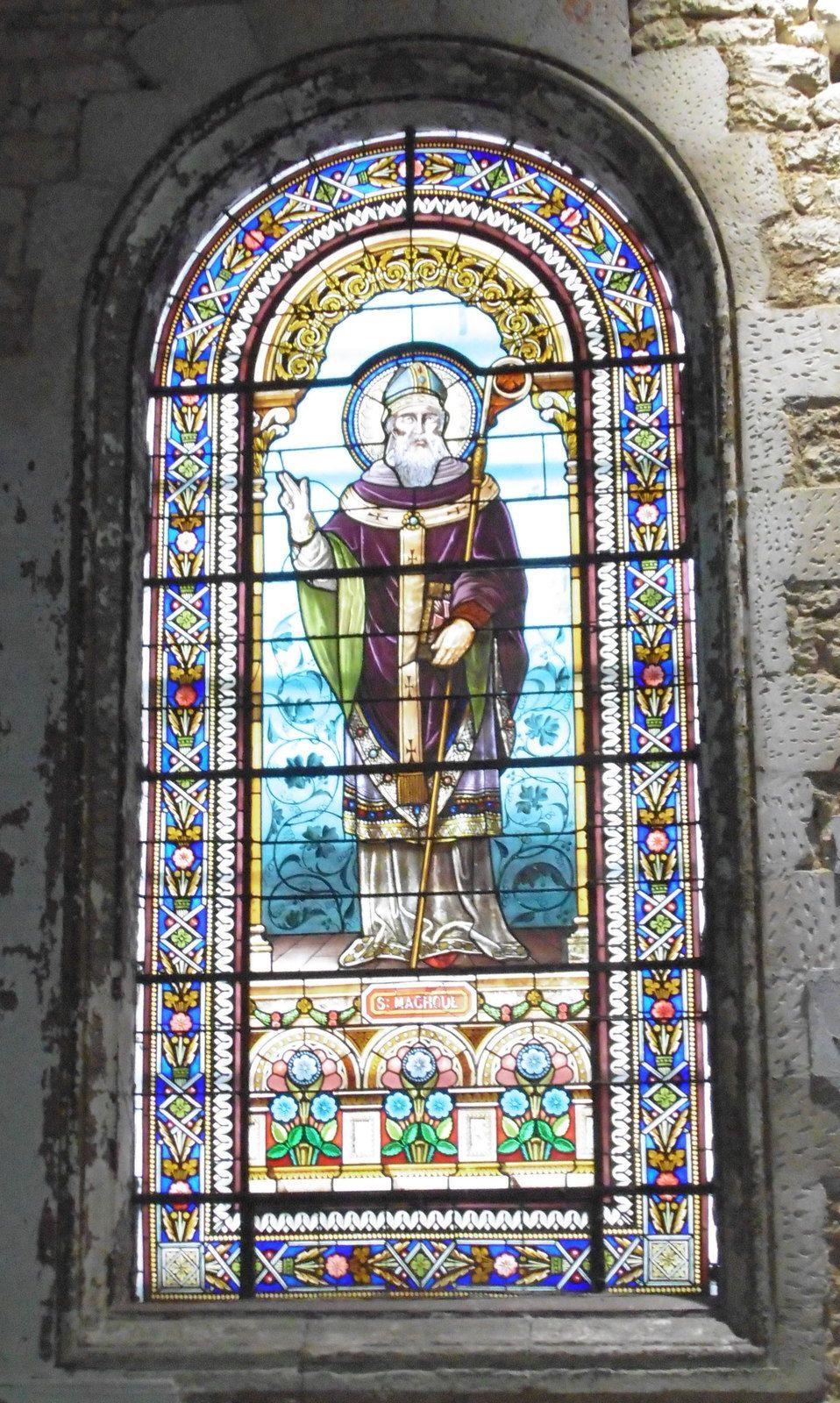 Ici nous découvrons St Vivien (Viviane) et St Eutrope.