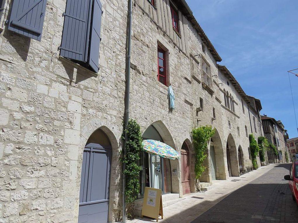 """LAUZERTE """"Un des plus beaux villages de France"""" perché sur son rocher"""