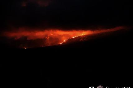 La quatrième éruption de l'année 2019 vue depuis l'anse des cascade.