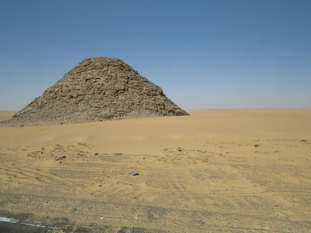 Croisière sur le Nil...... cinquième jour, déplacement à Abou Simbel , puis retour à Luxor.