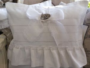 sa couture, ses abats jour....pleins de magnifiques modèles, en plus elle a une boutique...